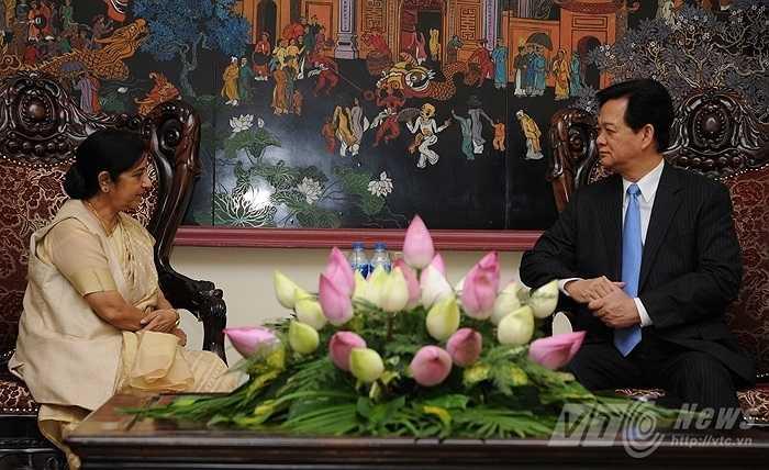 Bộ trưởng Ngoại giao Ấn Độ, bà Sushma Swaraj đang thăm chính thức Việt Nam theo lời mời của Phó Thủ tướng, Bộ trưởng Ngoại giao Phạm Bình Minh