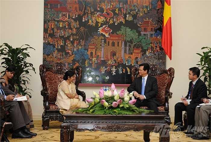 Thủ tướng Nguyễn Tấn Dũng và bà Sushma Swaraj hội kiến tại Văn phòng Chính phủ sáng 25/8