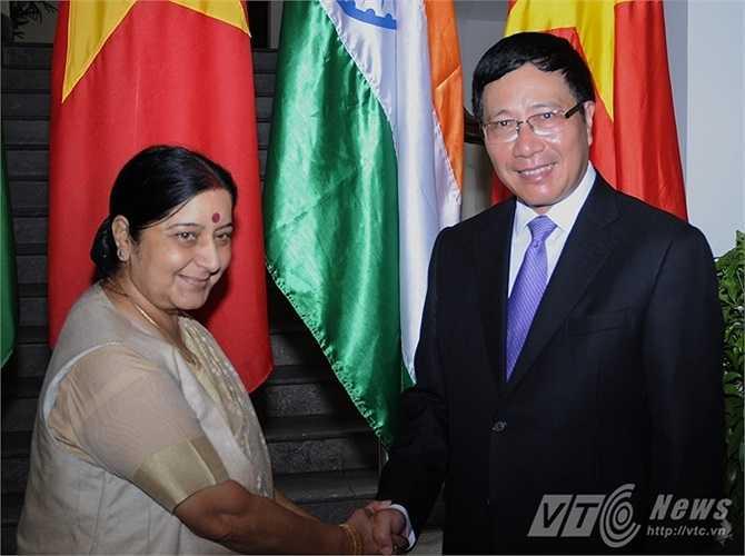 Phó Thủ tướng Phạm Bình Minh và bà Sushma Swaraj