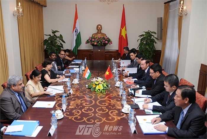 Đoàn đại biểu Bộ Ngoại giao Ấn Độ do bà Sushma Swaraj dẫn đầu làm việc với phía Việt Nam