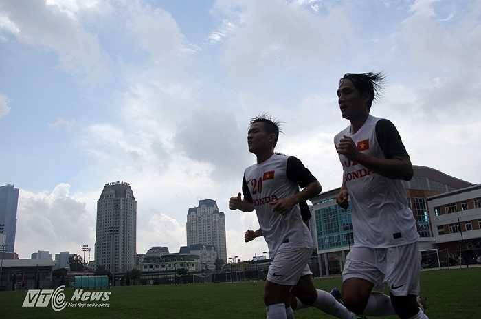 Bước vào lượt chạy thứ 3, nhiều cầu thủ bắt đầu phải cố.