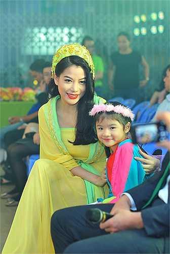Mặc dù đã chia tay, nhưng Trần Bảo Sơn và Trương Ngọc Ánh luôn dành cho con gái những tình cảm và sự chăm sóc đặc biệt nhất. Đó là điều khiến cho Bảo Tiên cảm thấy luôn được yêu thương và thoải mái trong tuổi lên 6 của mình.