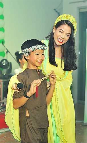 Trương Ngọc Ánh đang tất bật cho dự án phim 'Hương ga' sẽ phát hành vào ngày 31/10 trên toàn quốc.
