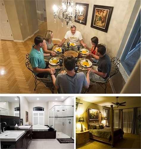 Gia đình Mueller nhận công việc kỳ quặc là ở thuê trong những căn nhà sang trọng. Theo các công ty bất động sản, những căn nhà xa xỉ được bán dễ hơn khi chúng từng được ở. Họ phải giữ gìn để chúng luôn sạch đẹp, gương luôn sáng như pha lê, giường như chưa từng có ai sử dụng và phải khăn gói rời tới ở căn nhà khác khi có khách mua.