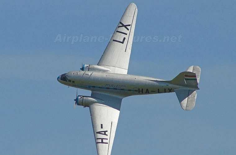 Li-2 (NATO định danh là Cab) là máy bay vận tải hạng nhẹ do Liên Xô sản xuất theo giấy phép mẫu vận tải Douglas DC-3 của Mỹ. Nó được nhà máy GAZ-84 (gần Moscow) sản xuất trong giai đoạn 1939-1952 với tổng số 4.937 chiếc (có nguồn cho là 6.157 chiếc). (Theo Kiến thức)