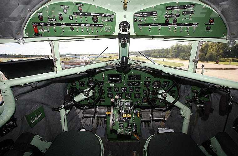 Cận cảnh khoang hàng của Li-2 có thể chở vài tấn hàng hóa hoặc 24 hành khách. Li-2 có thể mang theo một số loại vũ khí như đại liên ShKAS 7,62mm (tối đa 3 khẩu), một đại liên UBK 12,7mm hoặc 1-2 tấn bom. (Theo Kiến thức)