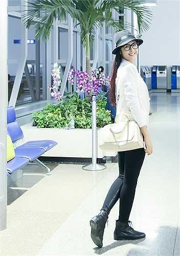 Hoa hậu Việt Nam 2010 Ngọc Hân xuất hiện với gu thời trang thanh lịch và cá tính.