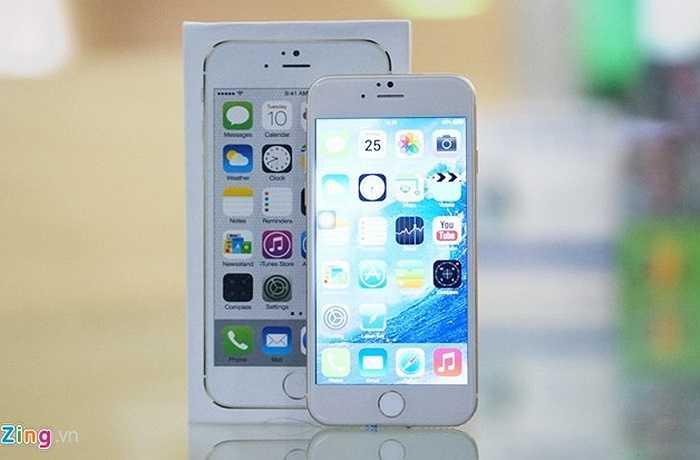 Sau hàng loạt các phiên bản mô hình, một chiếc iPhone nhái chạy Android đã có mặt tại Việt Nam. Chiếc điện thoại này do cửa hàng Fonebox (đường CMT8, Q.1, TP.HCM) nhập về để làm mẫu thử phụ kiện (ốp lưng, bao da,..) trước khi bán ra chiếc iPhone 6 'hàng xịn' từ tháng 10.