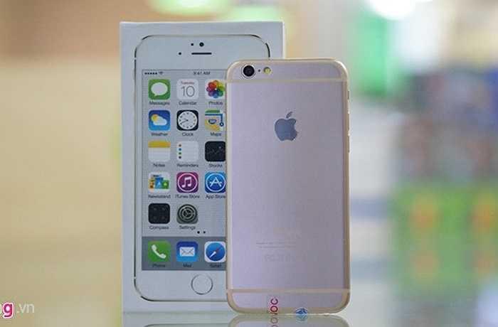 Bề ngoài của chiếc điện thoại này giống với những mô hình trước đó. mặt lưng đã có logo quả táo.