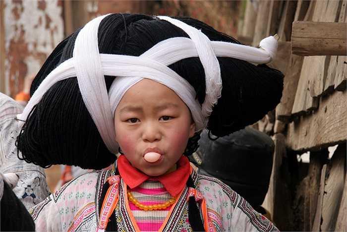 Người Miêu sừng dài là tộc người thiểu số với dân số gần 5.098 người, sống tại làng Suojia, thành phố Liupanshui, Quý Châu, Trung Quốc.