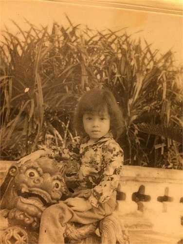 Lý Nhã Kỳ khi còn nhỏ là cô bé bụ bẫm, dễ thương.