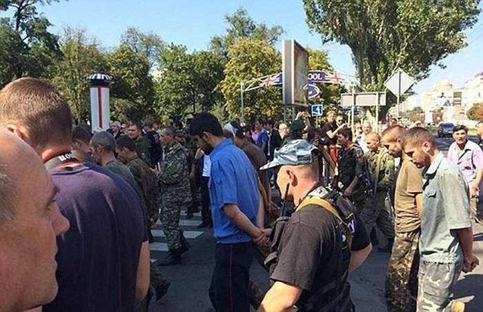 Những binh sĩ của chính quyền Ukraine bị bắt ở miền đông Ukraine