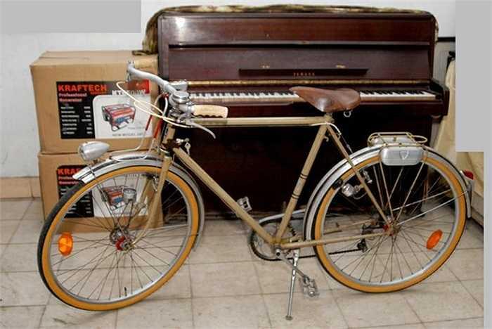 Ra đời từ năm 1882 tại Pháp, xe đạp hiệu Peugeot theo chân người Pháp đến Việt Nam và trở thành phương tiện gắn bó với người dân Việt Nam suốt thế kỷ 20, trở thành kỷ vật của nhiều thế hệ.