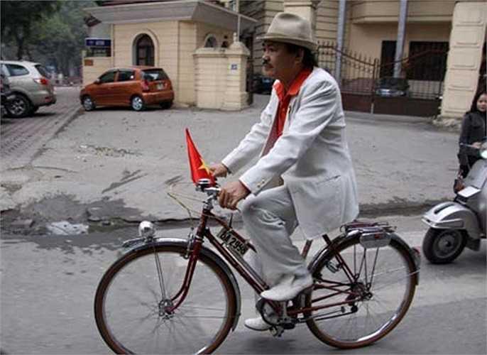 Vắng bóng trên thị trường ngót hai chục năm, nhiều chiếc xe đạp Peugeot cổ được phục dựng nguyên bản, trở thành thú chơi hoài niệm của lớp người Hà Nội nay đã ở tuổi cao niên.