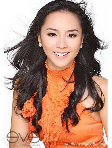 Thiên Lý sinh năm 1989 trong một gia đình khá giả. Cô du học Mỹ từ bé, khi mới về Việt Nam Thiên Lý nói tiếng Việt không sõi.