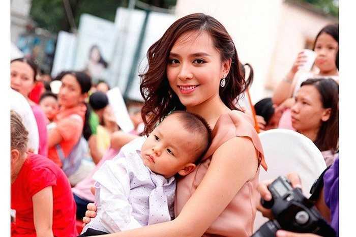 Hiện tại, Thiên Lý đã là bà chủ doanh nghiệp lớn. Nhiều năm qua, cô hạnh phúc bên chồng đại gia và cậu con trai kháu khỉnh.