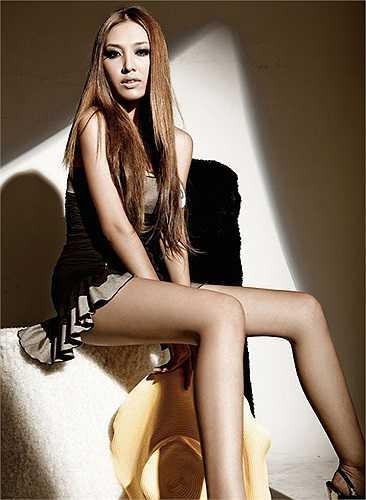 Đoạt giải bạc trong cuộc thi, Huỳnh Thanh Tuyền mau chóng được showbiz săn đón. Việc Ngọc Bích 'lấy mất' danh hiệu giải vàng Siêu mẫu của giai nhân hương sắc này từng tạo nên làn sóng phản ứng dữ dội của dư luận.