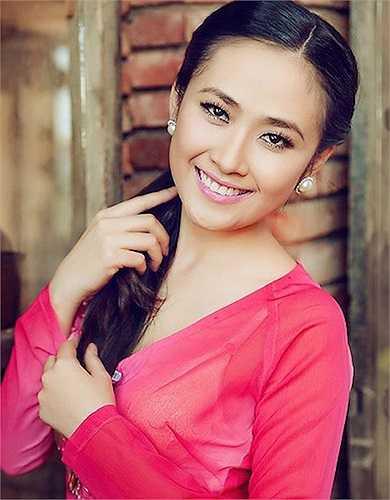 Sở hữu vẻ đẹp trong trẻo và nhẹ nhàng đặc trưng xứ Huế, Lê Nhã Uyên gây tiếc nuối cho bao chàng si tình khi công bố đám cưới với người chồng hơn cô 27 tuổi ngay sau cuộc thi Hoa hậu Việt Nam.