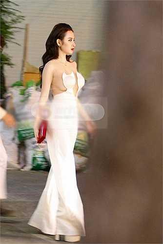 Nữ diễn viên cũng là một trong số những mỹ nhân ưa thích cuộc sống về đêm ở các quán bar