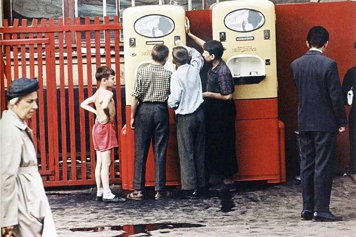 Một máy bán nước tự động trên đường phố Matxcơva