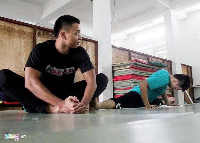 Parkour là môn thể thao mạo hiểm mang phong cách hip hop với những cú nhảy ngoạn mục, những vòng lộn nhào, bay trên không, phóc qua nóc nhà, bám vào tường đang khiến nhiều người trong giới trẻ say sưa theo đuổi. Môn nhảy này xuất hiện ở nước ngoài đã khá lâu nhưng mới du nhập vào Việt Nam vài năm gần đây và đang thu hút nhiều bạn trẻ ưa mạo hiểm