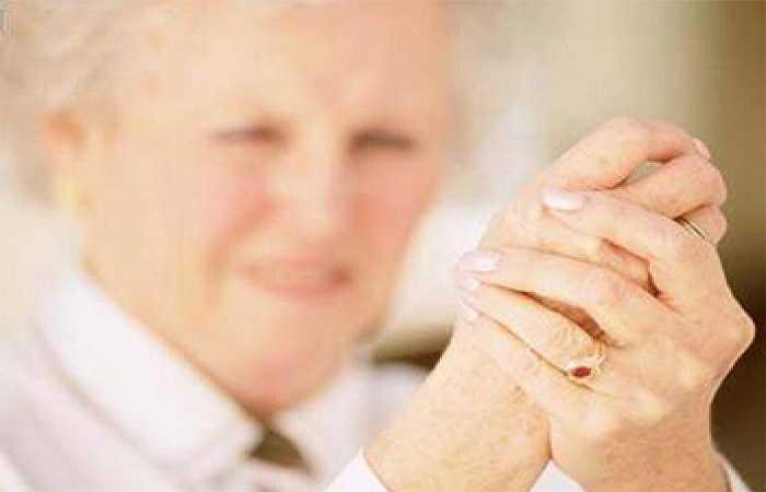 Không bỏ qua các triệu chứng cảnh báo từ cơ thể: Bất kỳ các triệu chứng đau nào của các bộ phận trên cơ thể, đặc biệt là đau khớp đều có thể là tiền thân của bệnh loãng xương. Bạn hãy đừng trì hoãn việc đi gặp bác sĩ và thực hiện các bước kiểm tra sức khỏe của xương.