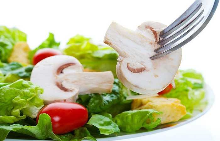 Không thực hiện chế độ ăn kiêng nghèo nàn: Chế độ ăn kiêng để giảm cân nhanh chóng là một trong những điều tồi tệ nhất bạn có thể làm cho cơ thể. Chế độ ăn uống này sẽ khiến cho cơ thể bạn mất đi nhiều chất dinh dưỡng quan trọng nhất là canxi tốt cho xương.