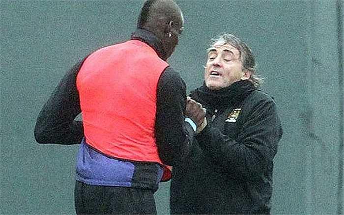 Rất được Mancini yêu mến, nhưng Balotelli còn có cần muốn nói chuyện bằng nắm đấm với thầy