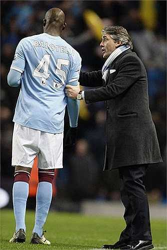 Roberto Mancini thừa nhận cậu học trò chẳng chịu nghe lời ông. Chẳng thế mà những hình ảnh như này xuất hiện rất nhiều ở mỗi trận đấu