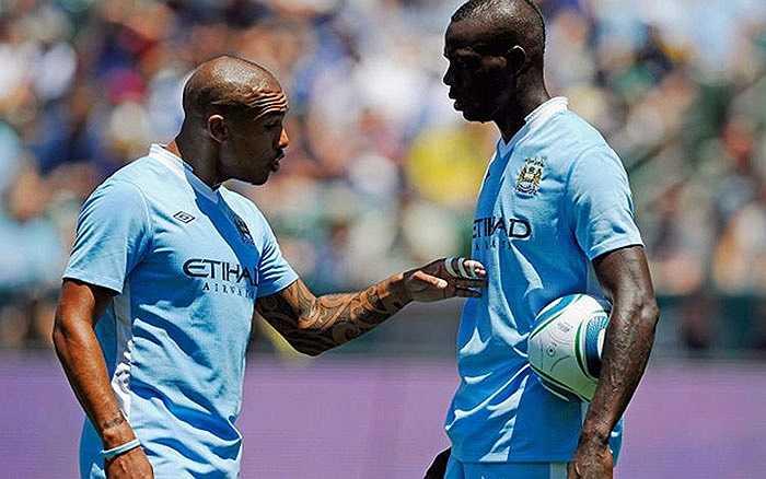 Nigel de Jong và Balotelli lời qua tiếng lại trong trận đấu giao hữu với LA Galaxy cách đây vài năm
