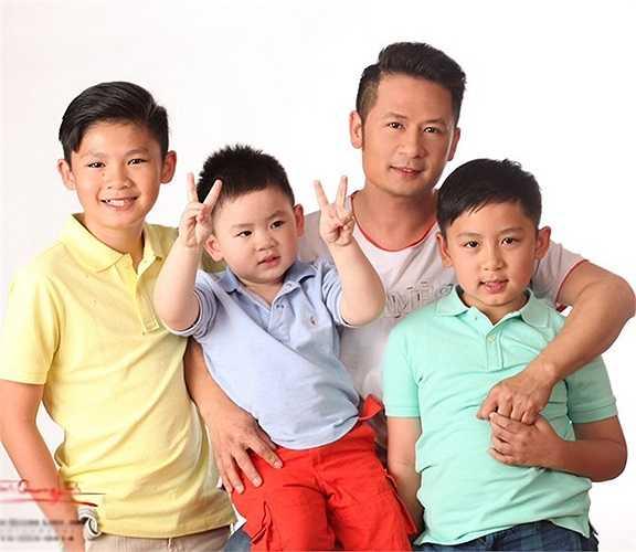 Hiện tuy đã chia tay, nhưng Bằng Kiều và Phương Trinh vẫn giữ mối quan hệ bạn bè vì các con. Họ luôn gặp gỡ để bù đắp tình cảm và chăm sóc các con trong điều kiện tốt nhất.