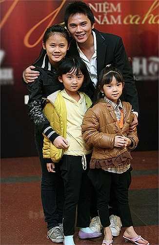 Trước khi đến với vận động viên wushu Thúy Hiền, Anh Tú đã có một con gái riêng. Sau đó, họ có thêm hai cô công chúa. Tuy nhiên, cuộc hôn nhân này không kéo dài lâu. Anh Tú mới kết hôn lần thứ ba cùng ca sỹ Lam Trang hồi giữa năm 2014 và đang chờ đón đứa con thứ tư.