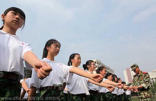Tập hợp theo đội hình, đội ngũ là  một trong những bài học mà học sinh, sinh viên phải trải qua trong khóa huấn luyện này.