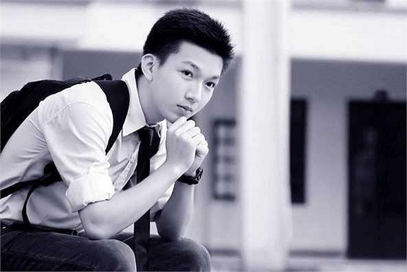 """Nguyễn Ngọc Hải với bức ảnh kỷ niệm thời cấp 3 và thông điệp: """"Vui là chính""""."""