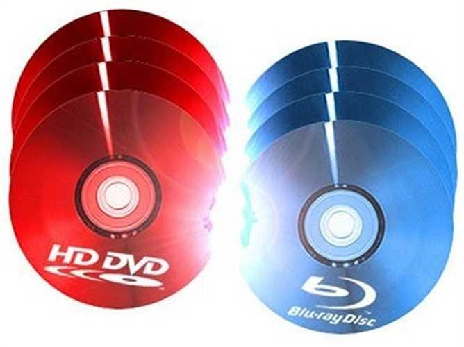 HD DVD – 2006 HD: Được tài trợ chủ yếu bởi Toshiba, chiếc HD DVD được cho là sẽ trở thành người nối nghiệp cho DVD khi tung ra vào tháng 3/2006. Tuy nhiên chỉ 1 tháng sau đó, Toshiba tuyên bố ngừng mọi nỗ lực HD DVD.