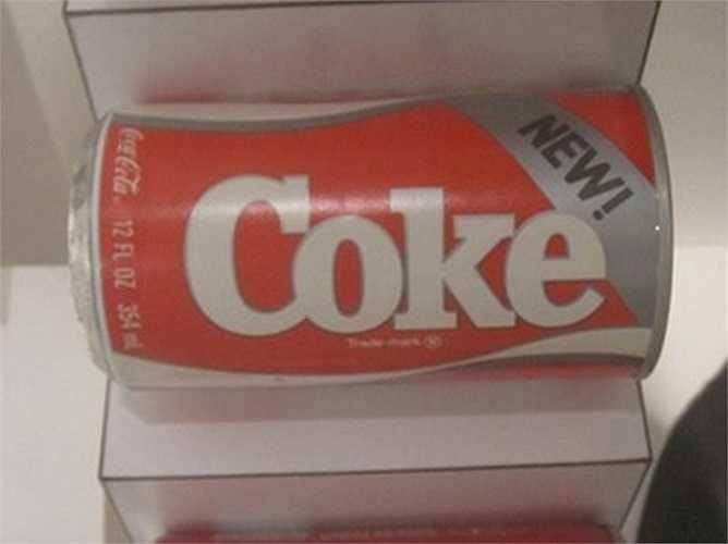 New Coke – 1985: Đầu những năm 1980, Coke thất thế so với Pepsi nên hãng này cố gắng tạo ra một sản phẩm có hương vị ngon hơn đối thủ. New Coke được đưa ra thị trường năm 1985 và trở thành sai lầm thảm thiết. Sau một vài tuần, Coke đã từ bỏ sản phẩm này và trở lại với công thức cũ với một cái tên mới: Coca-Cola Classic.