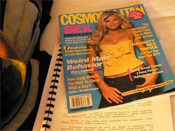 Sữa chua Cosmopolitan – 1999: Tạp chí Cosmopolitan đã có một quyết định khá thú vị khi khởi động một nhãn hiệu sữa chua vào năm 1999 khi thị trường sữa chua đã bão hòa và độc giả của Cosmo cũng đủ hài lòng với việc đọc tạp chí.