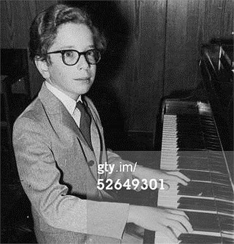 Tài năng piano tự kết liễu đời mình: Từ nhỏ, Terence Judd đã được coi như một tài năng âm nhạc của thế giới. Năm 1967, lúc 10 tuổi, Terence đã đạt được giải nhất cuộc thi chơi piano quốc gia. Được cha mẹ định hướng và tạo điều kiện phát triển tài năng, ông ngày càng đam mê và có được những kỹ năng điêu luyện, bậc thày về piano. Thậm chí, ông còn không có đối thủ trong lĩnh vực này.