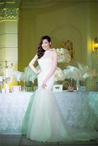 Á hậu Tú Anh bất ngờ để lộ những hình ảnh trong bộ váy cưới sang trọng
