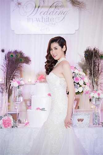 Tú Anh chia sẻ cô cũng mong muốn có một đám cưới hạnh phúc tràn ngập màu trắng như thế này