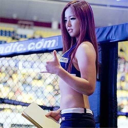 Tuy nhiên điều khiến Ga Yeon nổi tiếng là vẻ ngoài xinh xắn như một hot girl của cô