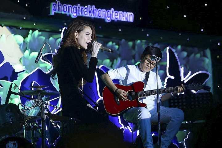 Trong đêm nhạc, mỗi ca sỹ biểu diễn 8-10 ca khúc