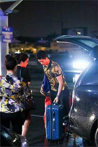 Cùng xuất hiện tại sân bay Tân Sơn Nhất  với Hoàng Thùy Linh để đón chuyến bay đêm đến Hàn Quốc còn có chàng trai Đài Loan – Harry Lu, vợ chồng đạo diễn Quang Huy – Phạm Quỳnh Anh.