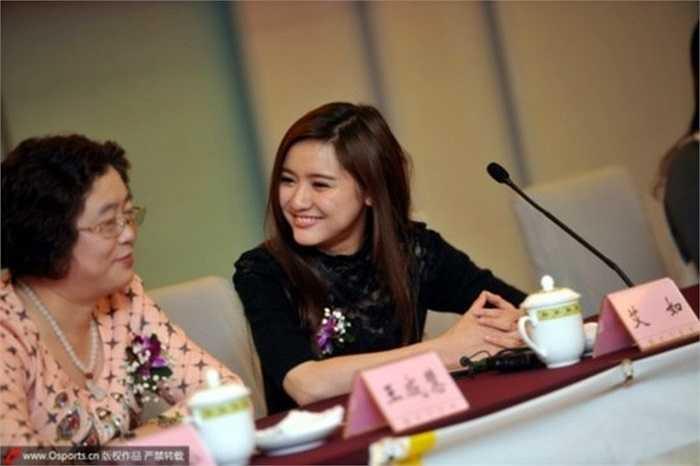 Nữ chủ tịch câu lạc bộ bóng đá trẻ đẹp nhất Trung Quốc