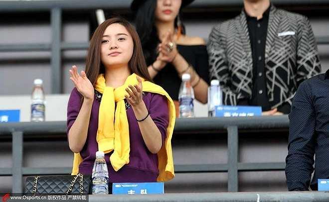 Cô xuất hiện nhiều hơn trên sân bóng với quyết tâm gây dựng một CLB mạnh của Trung Quốc