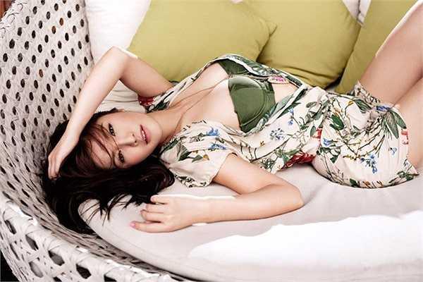 Hình ảnh gợi cảm của nữ thạc sĩ Thái Lan trong bộ phim đang được phát sóng trên Movie Channel 3 ngày cuối tuần của Thái.