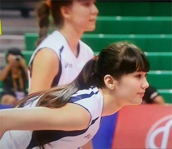 Có mặt trong trận đấu của Kazakhstan, Sabina đã khiến rất nhiều người hâm mộ phải xao xuyến vì vẻ đẹp ngọt ngào và khả năng chơi bóng tuyệt vời của mình.