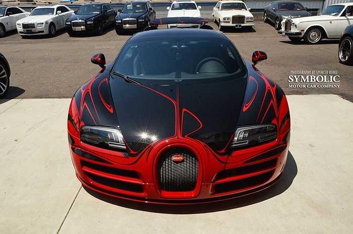 Siêu xe đắt đỏ của Pháp được sơn theo công nghệ tương tự phiên bản Bugatti Veyron gốm sứ xanh-trắng từng ra mắt cách đây 2 năm.