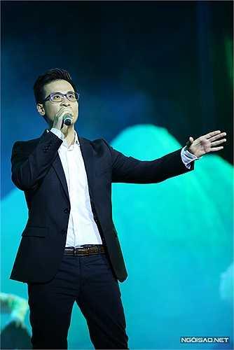 Hà Anh Tuấn là một trong những ca sĩ biểu diễn cuối cùng trong đêm với 'Cánh đồng hòa bình'. Sự xuất hiện của anh làm đông đảo bạn trẻ phấn khích. Hà Anh Tuấn cũng chính là người khởi xướng và thực hiện chương trình 'Câu chuyện hòa bình'.