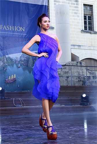 NTK Hoàng Hải tiếp tục giới thiệu bộ sưu tập áo dài và áo dạ hội 'Thánh Đường – The Sanctum' truyền tải vẻ đẹp lãng mạn của phụ nữ Việt Nam.